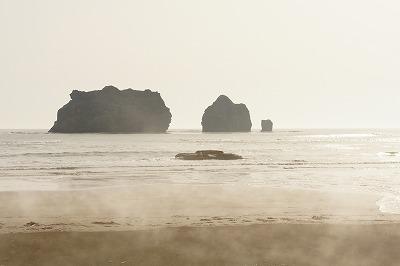 ビーチからみた親子岩