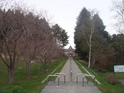 修道院へ続く坂道