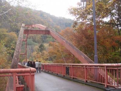 滝の上の橋