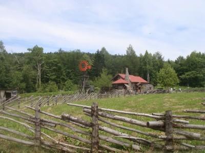 石の家 遠景
