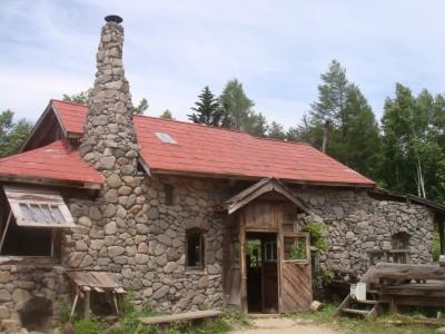 石の家 アップ